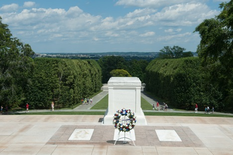 A wreath at the Tomb of the Unknowns